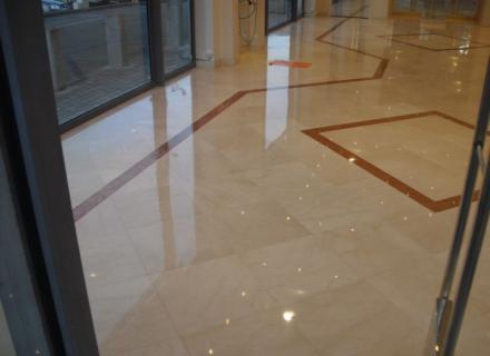 Ponçage d'un hall d'accueil marbre à Nice (06)