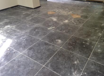 Nettoyage et traitement anti tâche et cire satinée pierre naturelle à Sainte-Maxime (83)